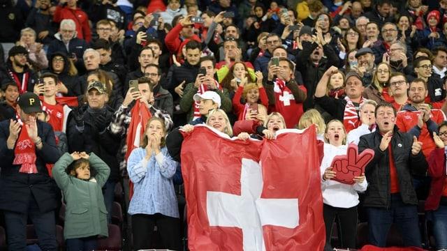 Die Schweizer Nati hat die Fans wieder im Rücken