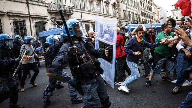 Rom: Rechtsextreme und Impfgegner sorgen für Zerstörung und Chaos