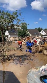 Tanzen verbindet – und hilft auch in der Krise / Tanzlehrerin an der Ahr von der Flutkatastrophe betroffen – Kolleginnen und Kollegen aus Deutschland unterstützen sie /