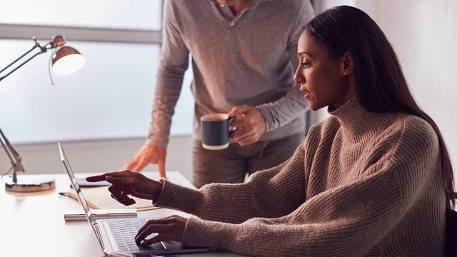 Mikromanagement: Was tun, wenn der Chef im Kontrollwahn ist?