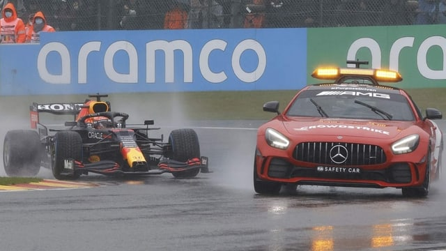 Farce im Regen: Verstappen gewinnt nach nur 3 Runden